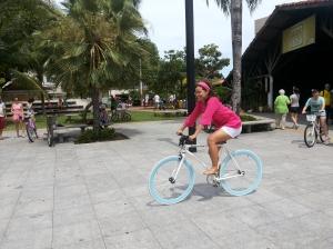 Aproveitei para dar umas voltas na bike fixa da Mara