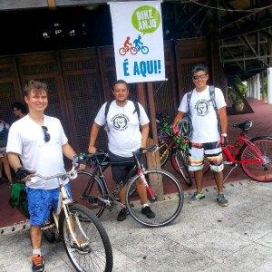 Alguns Bike Anjos. Chame um que ele te ajuda :)