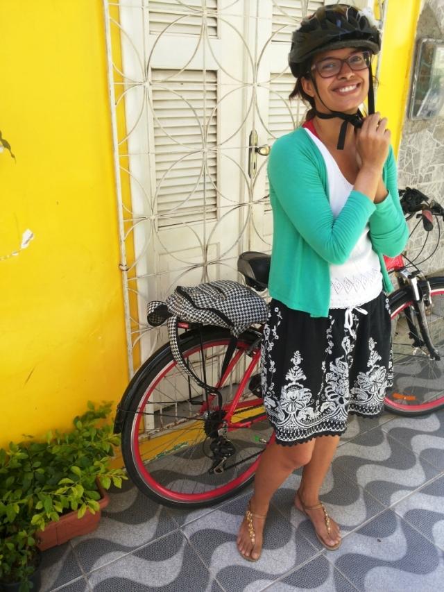 Look casaco verde saia Blog de Bike na Cidade Sheryda Lopes by Francisco Barbosa (1)