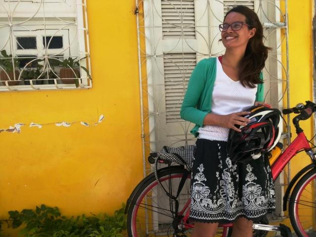 Look casaco verde saia Blog de Bike na Cidade Sheryda Lopes by Francisco Barbosa (2)