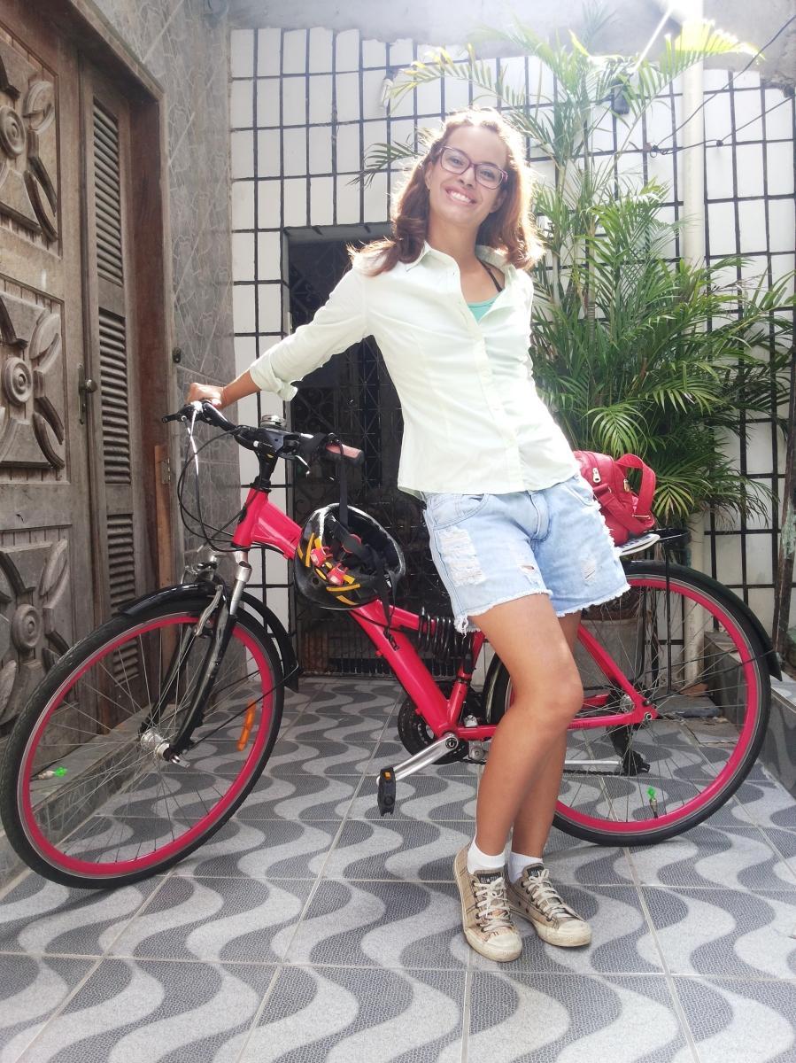 Look de Bike - Camisa verde e tênis