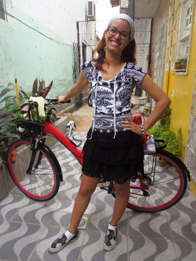Look preto e branco De bike na Cidade Sheryda Lopes by Francisco Barbosa (6)