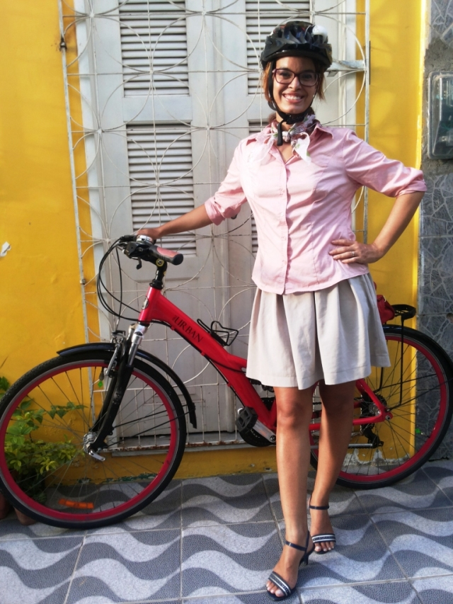 Sheryda Lopes Blog de Bike na Cidade Camisa Rosa _ by Francisco Barbosa (2)