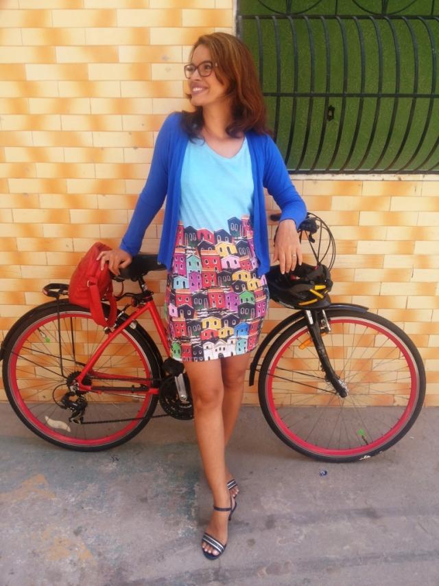Vestido Olinda Fluorita De Bike na Cidade Sheryda Lopes_by Francisco Barbosa (1)