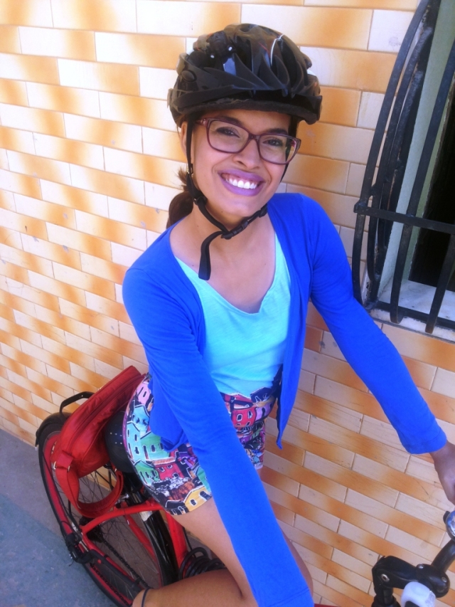 Vestido Olinda Fluorita De Bike na Cidade Sheryda Lopes_by Francisco Barbosa (4)