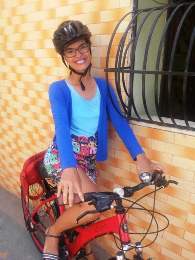 Vestido Olinda Fluorita De Bike na Cidade Sheryda Lopes_by Francisco Barbosa (6)