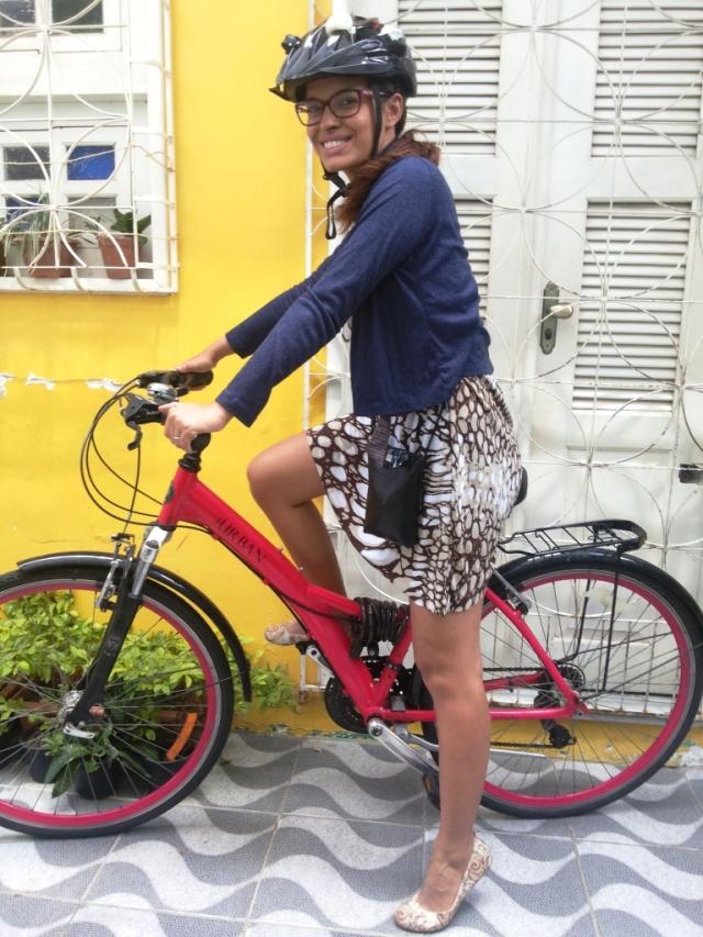 De Bike na Cidade Look Cycle Chic vestido marrom Sheryda Lopes (10)
