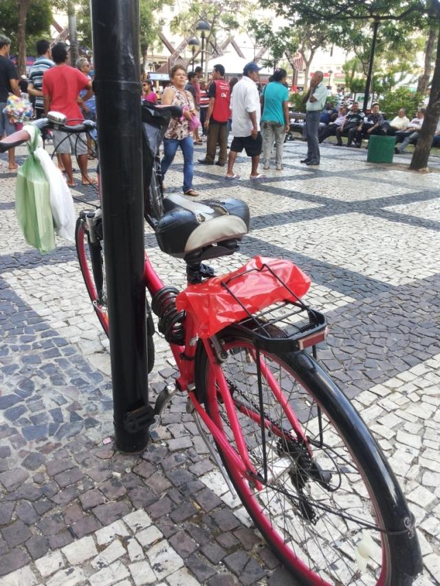 De Bike na Cidade Look Cycle Chic vestido marrom Sheryda Lopes (11)
