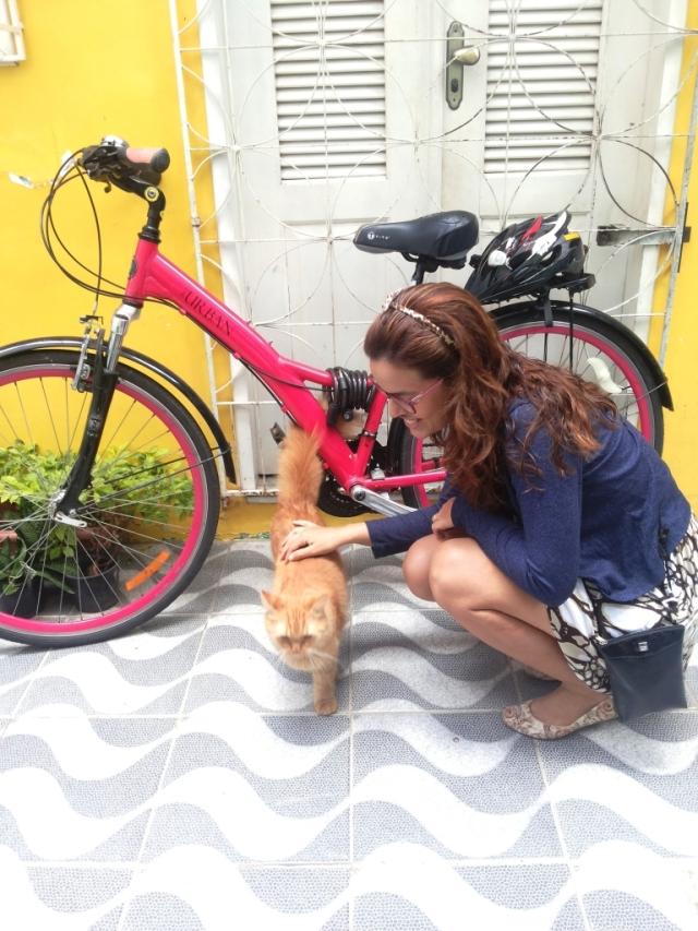 De Bike na Cidade Look Cycle Chic vestido marrom Sheryda Lopes (5)