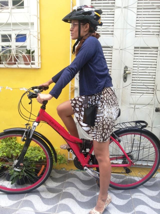 De Bike na Cidade Look Cycle Chic vestido marrom Sheryda Lopes (9)