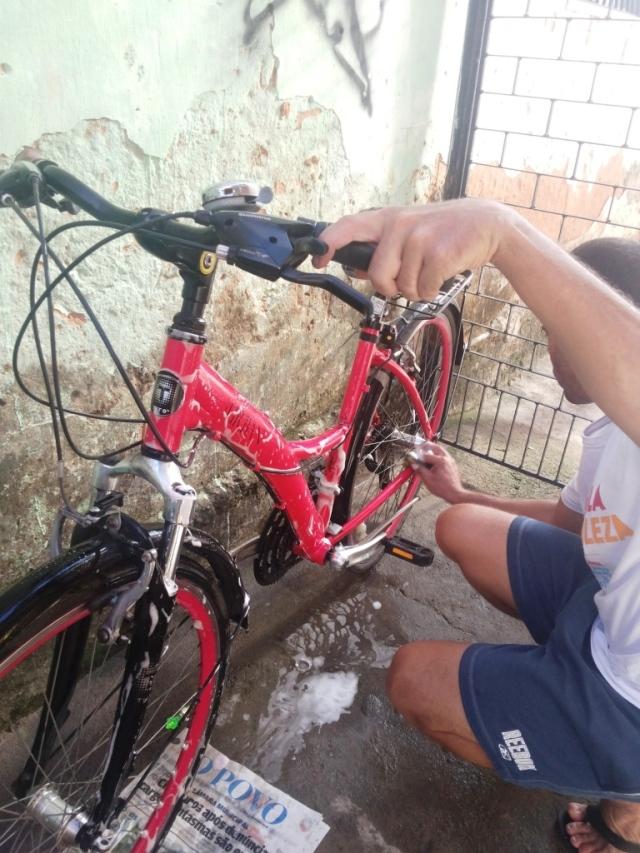 Limpeza corrente bicicleta Wladimir Lessa De Bike na CIdade Sheryda Lopes (16)
