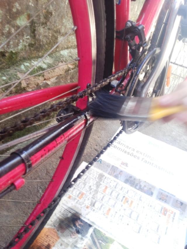 Limpeza corrente bicicleta Wladimir Lessa De Bike na CIdade Sheryda Lopes (3)