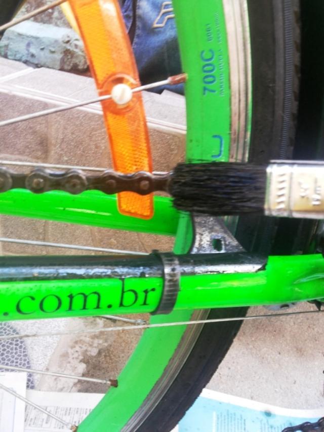 Limpeza corrente bicicleta Wladimir Lessa De Bike na CIdade Sheryda Lopes (7)