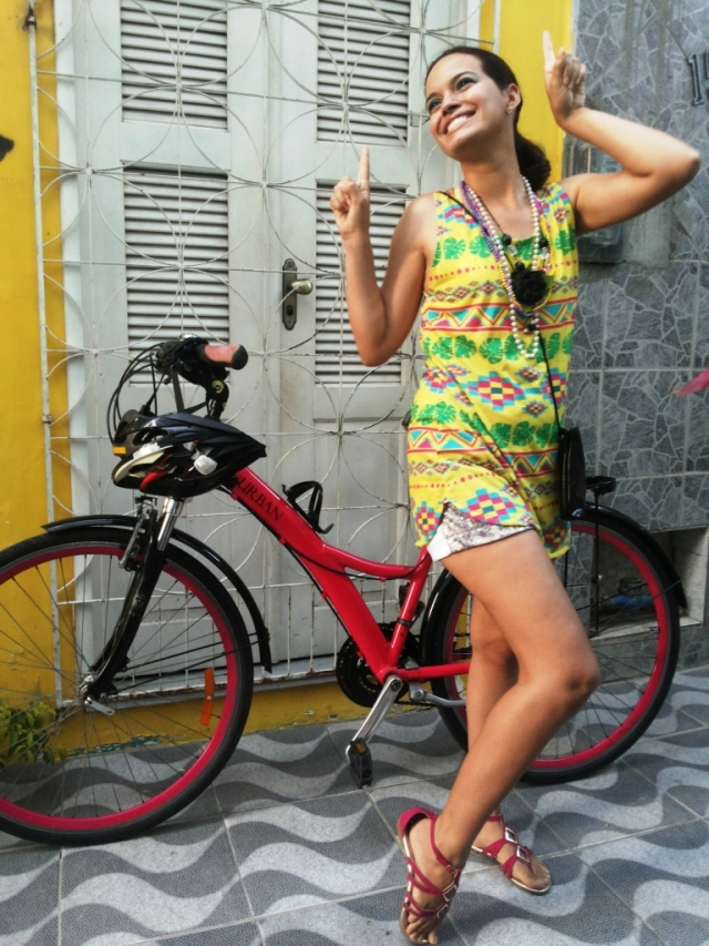 Look Cycle chic Carnaval Fluorita De Bike na Cidade Sheryda Lopes1