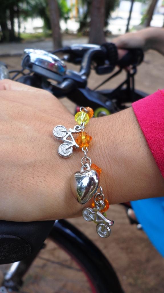 Look Cycle ChicBlusa transparente saia azul cinto pulseira graxa De Bike na Cidade Sheryda Lopes Li (5)