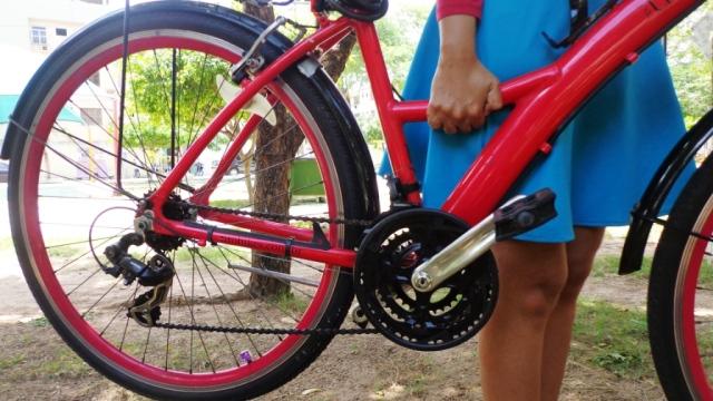 Quando precisar levantar a bike, lembre-se de ficar do lado oposto ao da corrente