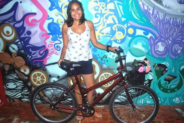 Marla Monise De Bike na Cidade Jack de Carvalho