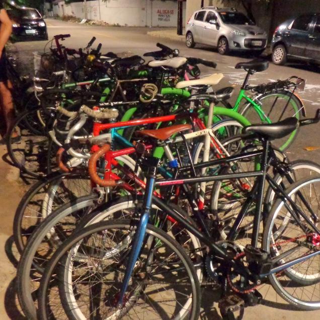 Olha só quanta bicicleta no dia da inauguração
