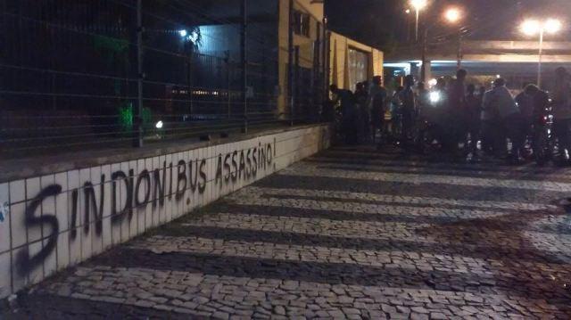 DeBikenaCidade - protesto-massa-crc3adtica-fortaleza-sindic3b4nibus-assassino