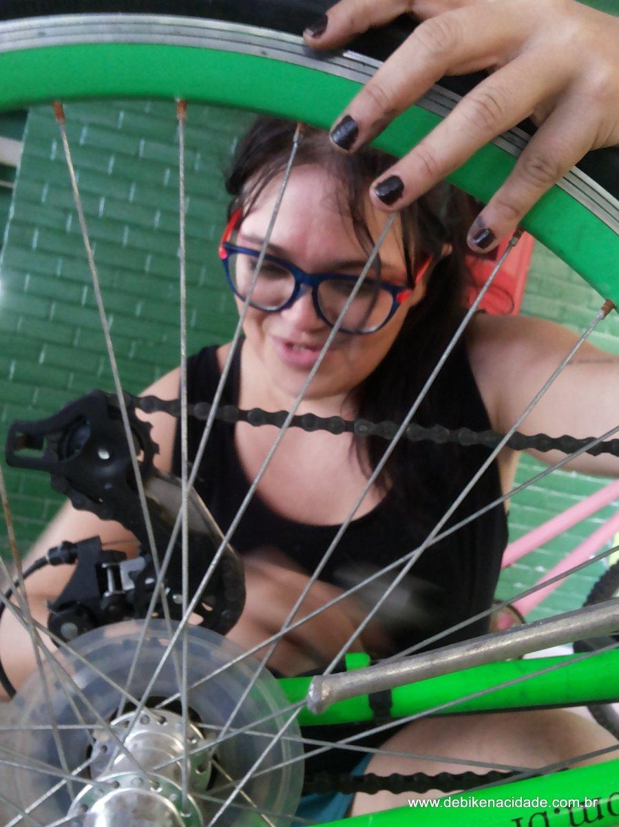 Leitores que pedalam e conserto da Lanterna - Aspásia Mariana